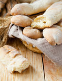 Baguette saporite casalinghe del pane fotografia stock