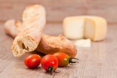Baguette y tomates Imágenes de archivo libres de regalías