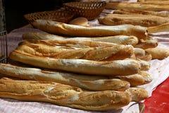 Baguettes en un mercado francés del camino Fotografía de archivo