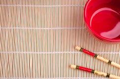 Baguettes et vue supérieure de tasse rouge Photographie stock