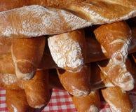 Baguettes fraîchement cuites au four et croquantes Photographie stock