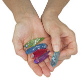 Baguettes magiques de quartz de Crystal Therapist Holding Aura Terminated photographie stock