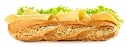 Baguettesandwich op witte achtergrond wordt geïsoleerd die stock fotografie