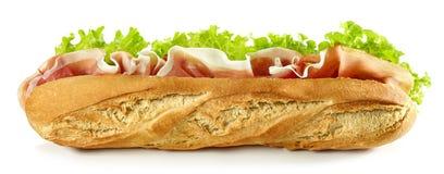 Baguettesandwich op witte achtergrond wordt geïsoleerd die royalty-vrije stock foto's