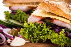 Bagutte用火腿和乳酪 免版税图库摄影