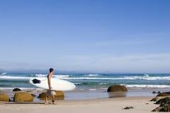 Bahía 3 de Australia Byron de la persona que practica surf Imagen de archivo