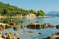 Bahía asoleada en Croatia Imagenes de archivo