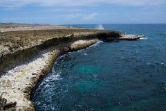 Bahía azul rocosa grande Fotografía de archivo