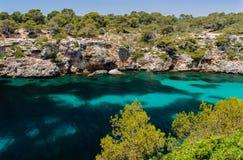Bahía colorida Mallorca de Cala pi del agua Imagen de archivo