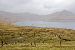 Bahía con las granjas de la concha marina y de pescados Foto de archivo