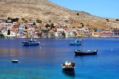 Bahía con las naves de los pescadores Fotos de archivo libres de regalías