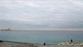 Bahía de ángeles en Niza en una mañana nublada del invierno metrajes