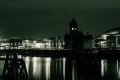 Bahía de Cardiff por la noche A Fotos de archivo libres de regalías
