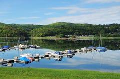 Bahía de Edersee cerca del pueblo Scheid Fotos de archivo libres de regalías