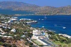 Bahía de Elounda en la isla de Crete en Grecia fotos de archivo