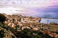 Bahía de Gibraltar y de la ciudad Fotografía de archivo