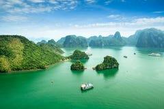 Bahía de Halong en Vietnam fotos de archivo
