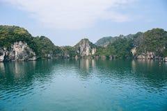 Bahía de Halong en Vietnam Imágenes de archivo libres de regalías