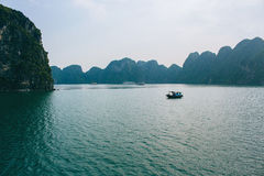 Bahía de Halong en Vietnam Fotografía de archivo