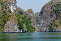 Bahía de Halong en Vietnam Foto de archivo libre de regalías