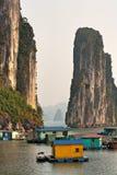 Bahía de Halong, Vietnam. Sitio del patrimonio mundial de la UNESCO. Fotos de archivo libres de regalías