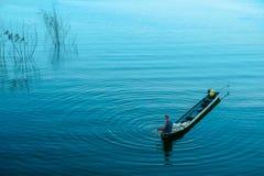 Bahía de Hout, el condado de Riverside - California, Tailandia, pescador Foto de archivo