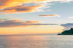 Bahía de Kahana en la salida del sol Fotografía de archivo libre de regalías
