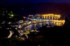 Bahía de Kapsali en la noche Fotos de archivo libres de regalías