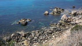 Bahía de Konnos en Chipre almacen de metraje de vídeo