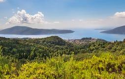 Bahía de Kotor de las alturas imagenes de archivo
