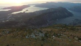 Bahía de Kotor de las alturas Visión desde el soporte Lovcen a la bahía metrajes