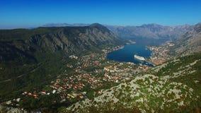 Bahía de Kotor de las alturas Visión desde el soporte Lovcen a la bahía almacen de video