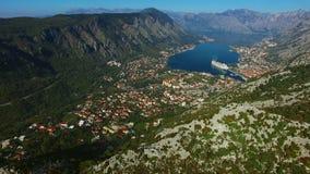 Bahía de Kotor de las alturas Visión desde el soporte Lovcen a la bahía almacen de metraje de vídeo