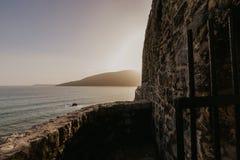 Bahía de Kotor en la puesta del sol Cielo cubierto Montenegro, Balcanes, mar adriático, Europa fotos de archivo