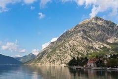 Bahía de Kotor en Montenegro fotografía de archivo