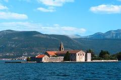 Bahía de la isla de Kotor Fotos de archivo
