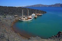 Bahía de la isla de Nea Kameni, Grecia Imagenes de archivo