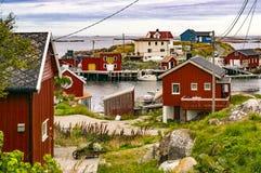 Bahía de la pesca, barcos en la litera en orilla Fotos de archivo libres de regalías