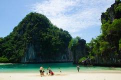 Bahía de la pila en Krabi Tailandia Fotografía de archivo libre de regalías