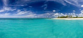 Bahía de las aguamieles en la playa de Anguila, del Caribe Imagen de archivo