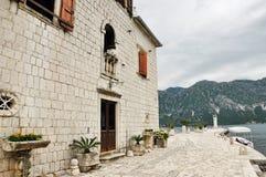 Bahía de las islas de la iglesia de Kotor, Montenegro Fotos de archivo libres de regalías