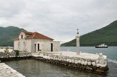 Bahía de las islas de la iglesia de Kotor, Montenegro Foto de archivo