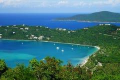 Bahía de Magens de la isla de St Thomas con la isla BVI de Tortola en el fondo imágenes de archivo libres de regalías