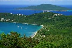Bahía de Magens de la isla de St Thomas con la isla BVI de Tortola en el fondo fotografía de archivo