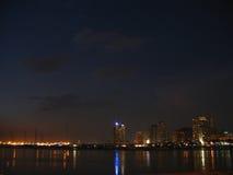 Bahía de Manila en la oscuridad Imágenes de archivo libres de regalías