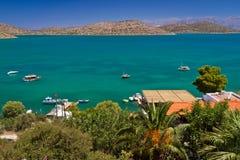 Bahía de Mirabello con la laguna de la turquesa en Crete foto de archivo