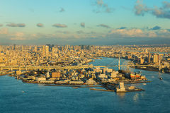 Bahía de Osaka y fondo céntrico de la ciudad Fotos de archivo libres de regalías