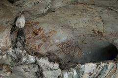 Bahía de Phang Nga, Tailandia - 12 de mayo de 2017: Cueva prehistórica Fotos de archivo libres de regalías