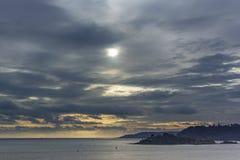 Bahía de Plymouth debajo de un cielo dramático fotografía de archivo