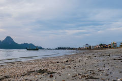 Bahía de Prachuap la playa tropical de Prachuap Khiri Khan Province fotografía de archivo libre de regalías